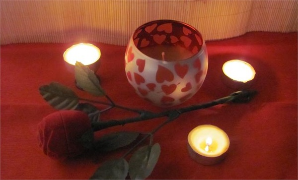Массажная свеча ко дню всех влюбленных