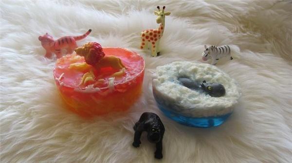 Детское подарочное мыло с игрушкой.