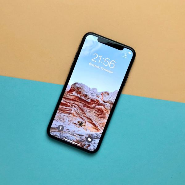 Apple iPhone X 64GB Never